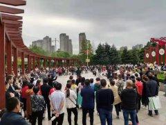 荥阳群众载歌载舞欢度中秋佳节,迎接新祖国70华诞